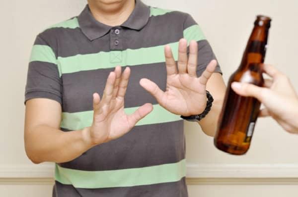 sử dụng quá nhiều rượu bia, lối sống không lành mạnh